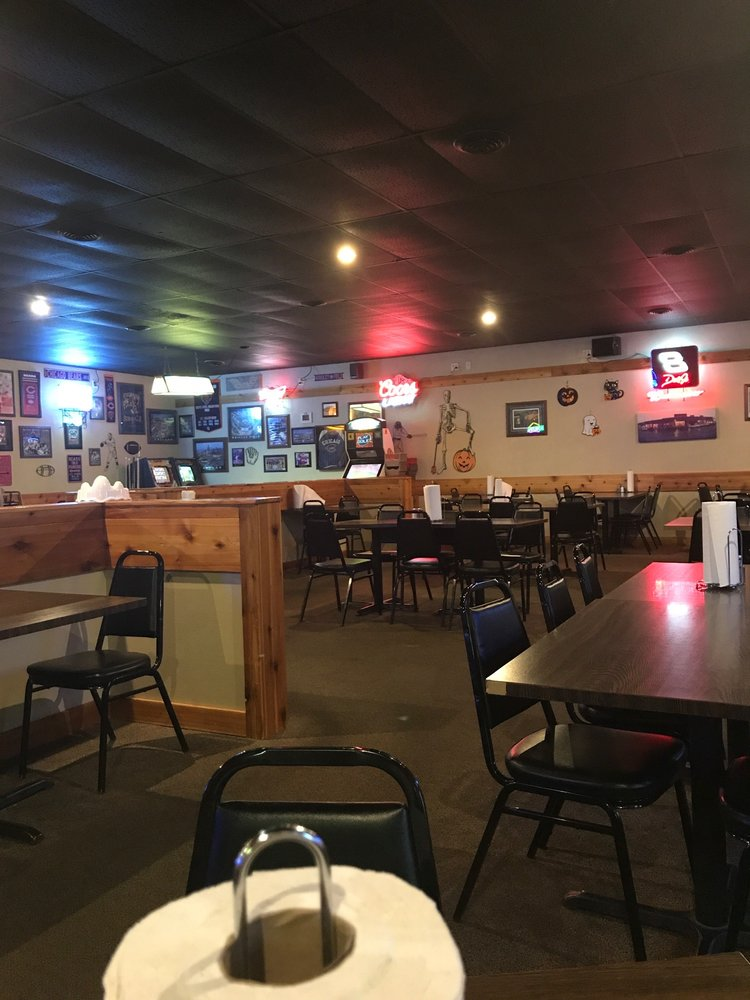 Steak Center: 101 2nd St SE, State Center, IA