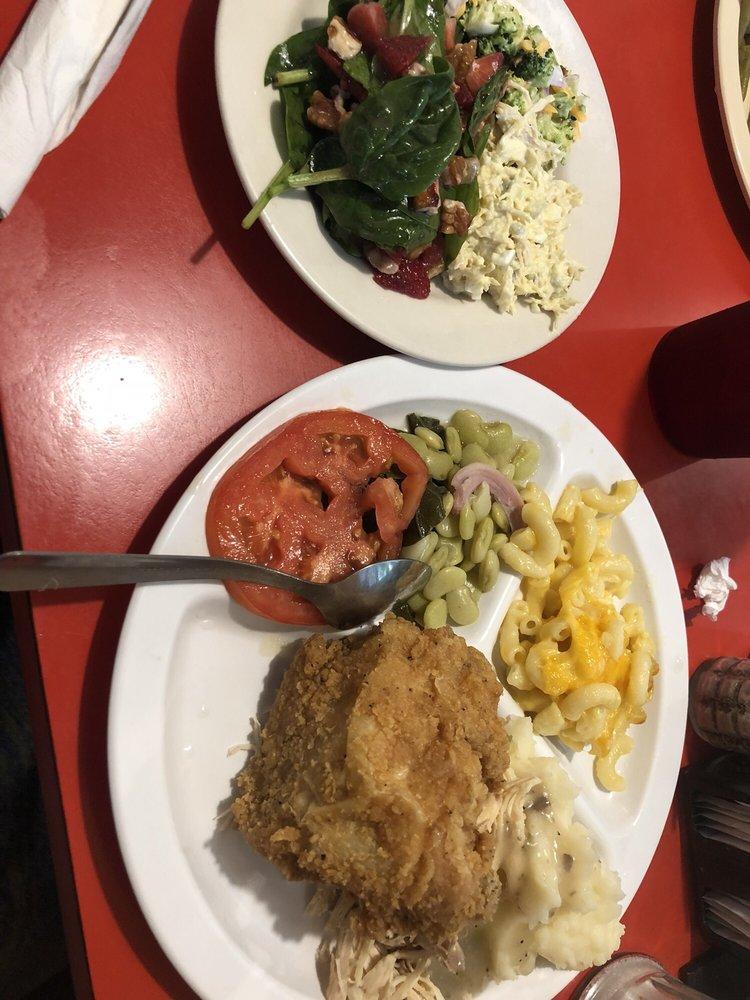Tom & Sandy's Horseshoe Restaurant: 194 Broad St, Hawkinsville, GA