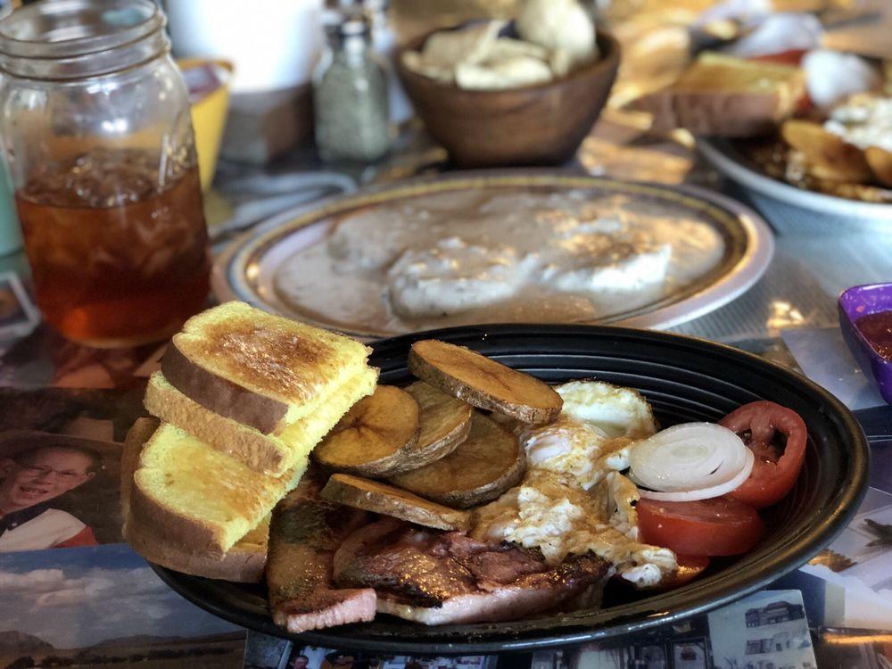 Cornudas Cafe: Hwy 62, Salt Flat, TX
