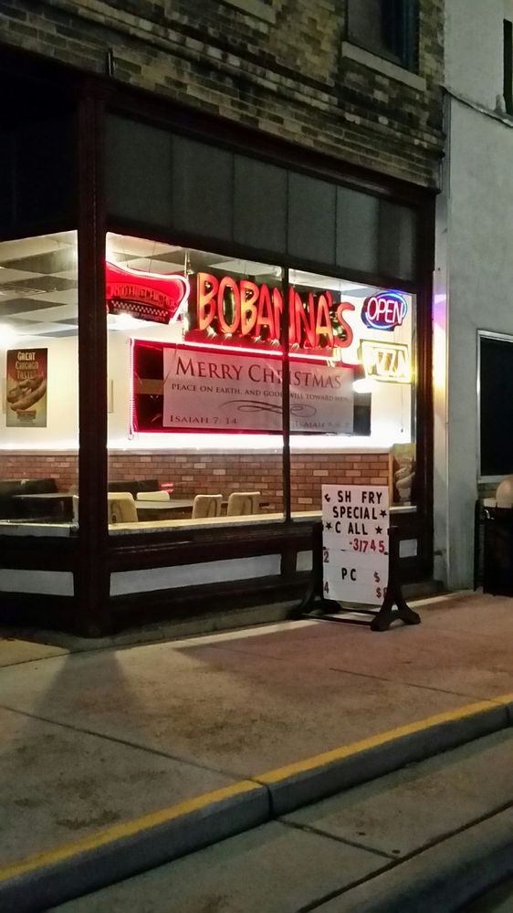 Bobanna's Pizza: 102 North Water St, Albany, WI