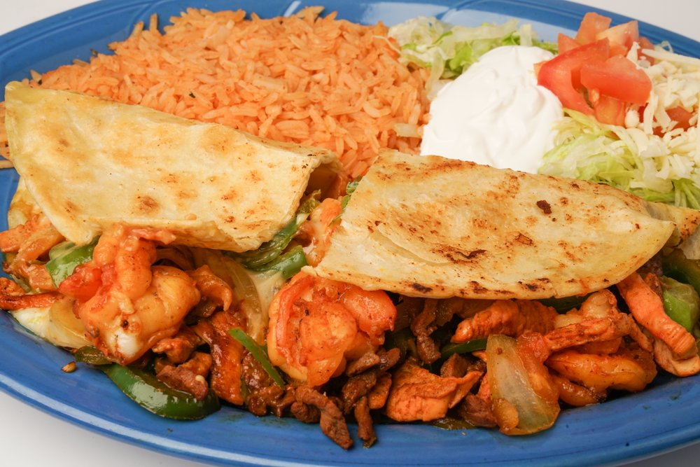 Habaneros Mexican Grill: 100 Lincoln St, Carthage, MO