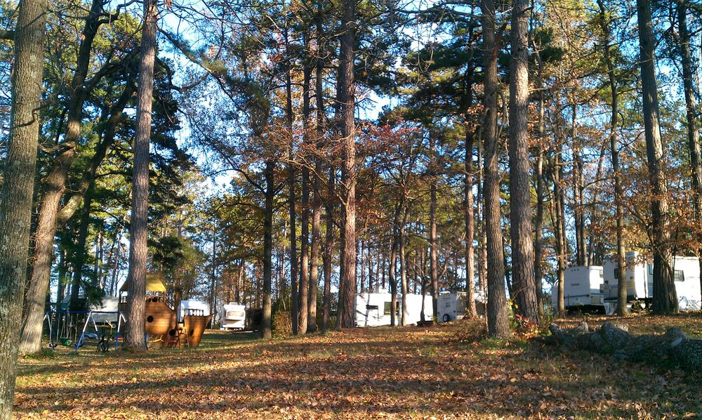 LBL Whispering Pines Campground & Cabins: 2168 Donelson Pkwy, Dover, TN