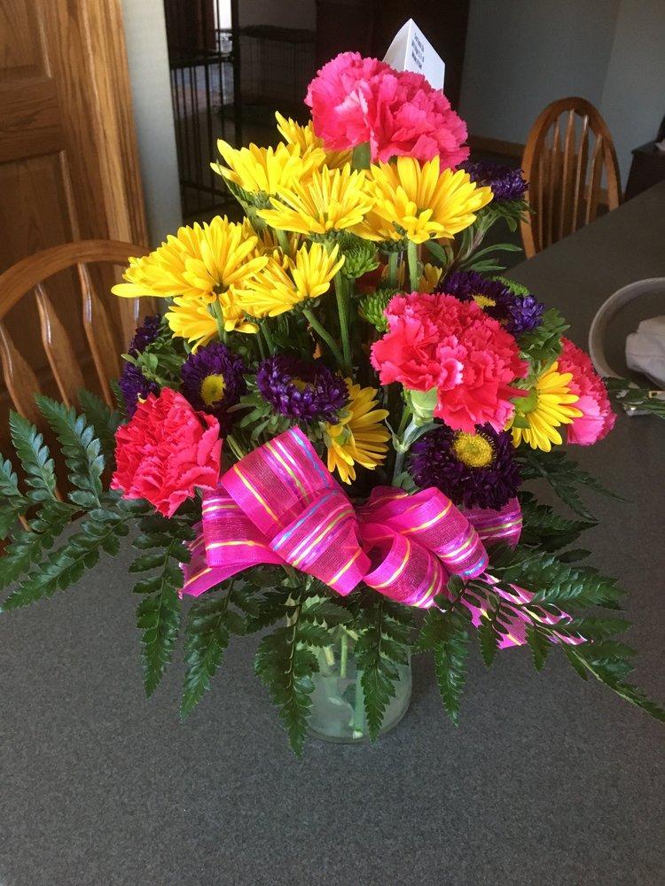 Chris' Floral & Gifts: 29 S Bridge St, Markesan, WI