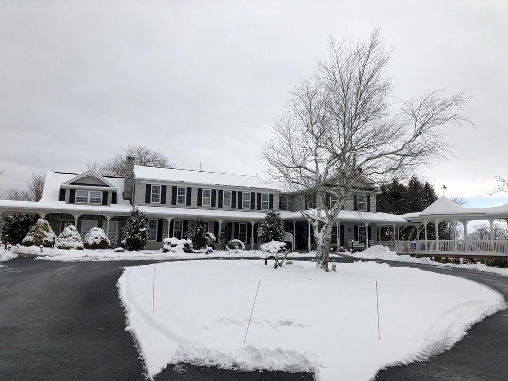 The Inn at Westwynd Farm: 1620 Sand Beach Rd, Hummelstown, PA
