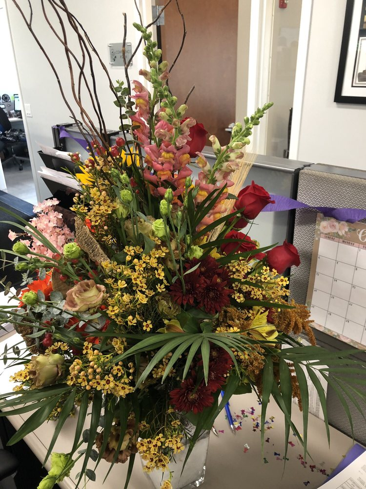 Hanna's Florist & Gift Shop: 48 N. Main St., Milltown, NJ