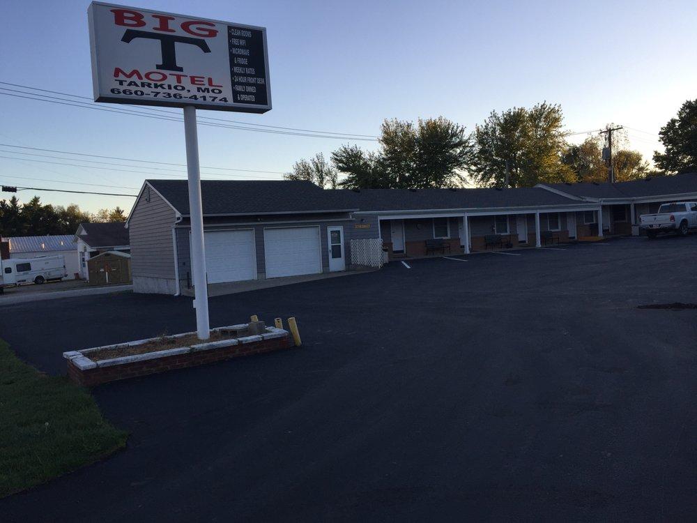 Big T Motel: 406 S 10th St, Tarkio, MO