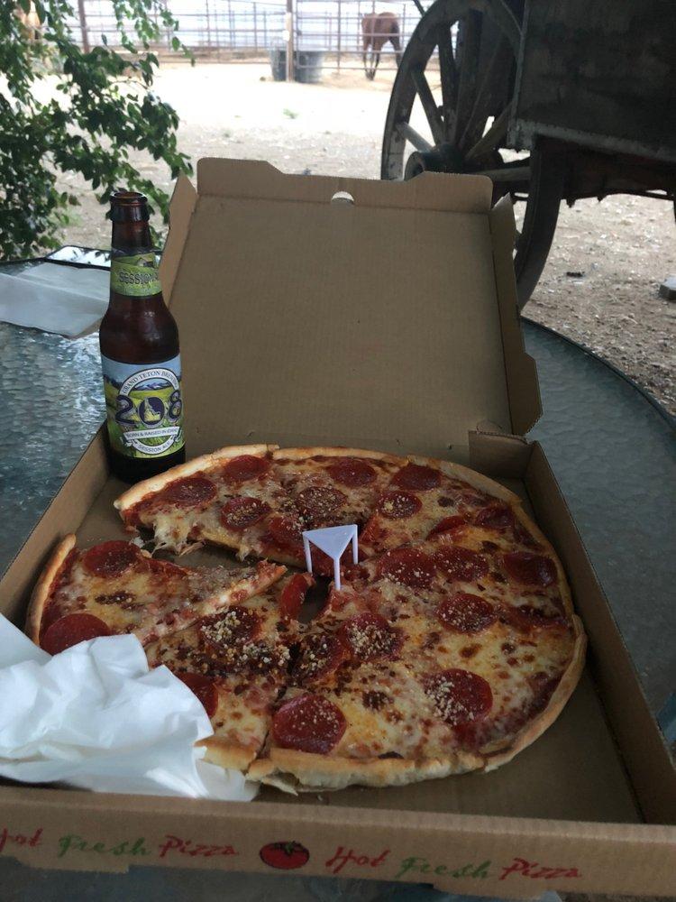 Cc's Pizza: 427 Greybull Ave, Greybull, WY