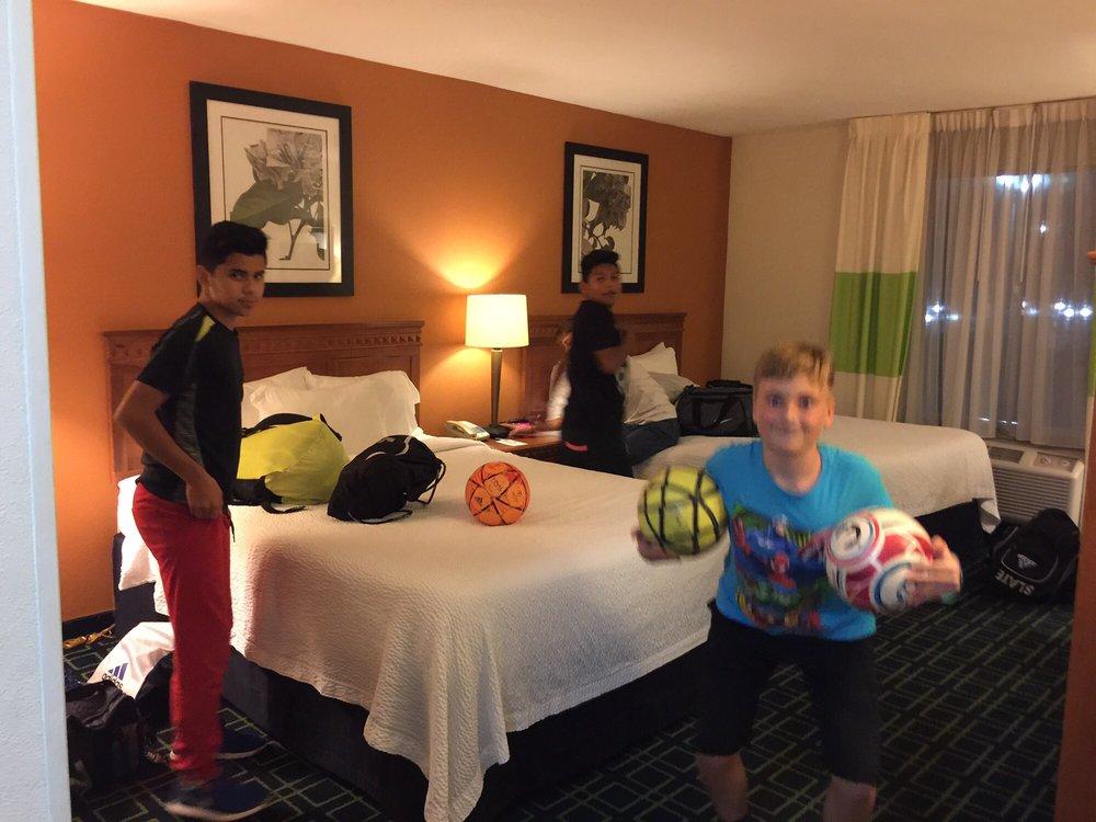 Fairfield Inn & Suites: 175 Chaffin Pl, Murfreesboro, TN