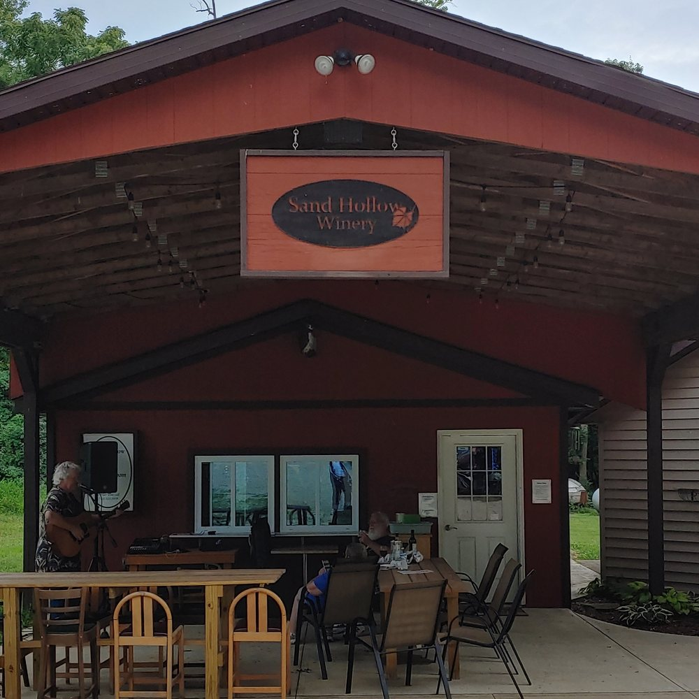 Sand Hollow Winery: 12558 Sand Hollow Rd, Heath, OH