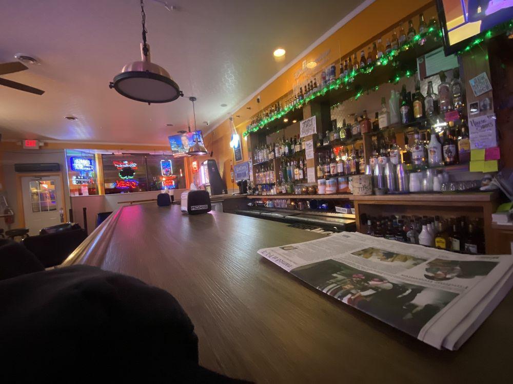 PatiO's Irish Pub: 222 W 1st St, Dixon, IL