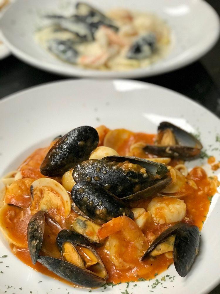 Bruno's Italian Kitchen: 3199 Dowlen Rd, Beaumont, TX