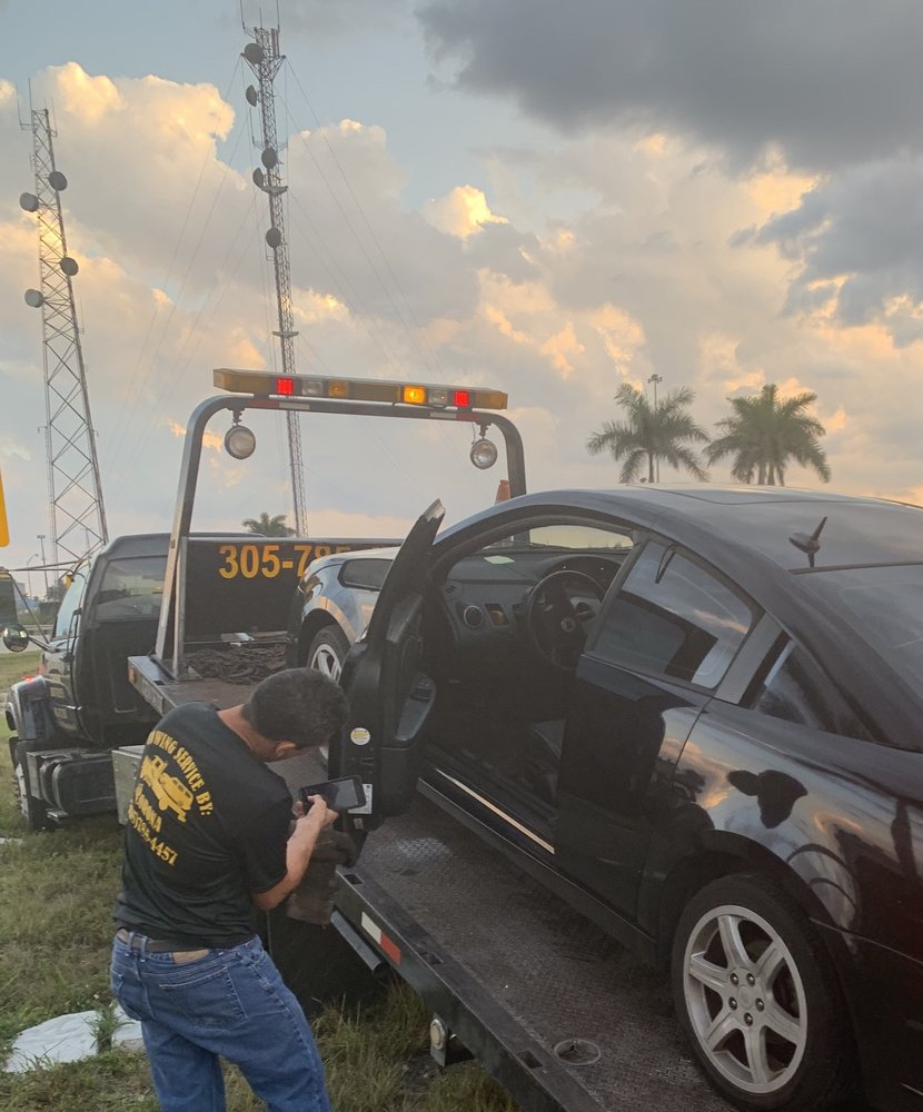 Towing business in Country Club, FL