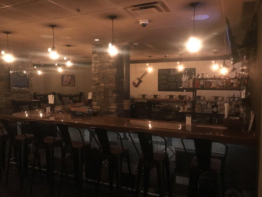 Bar VI: 116 W Pearl St, Nashua, NH