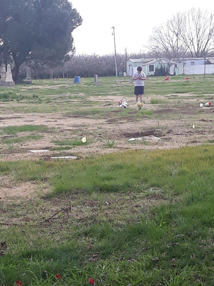 Farmington Memorial Cemetery: 5255 S Escalon Bellota Rd, Farmington, CA