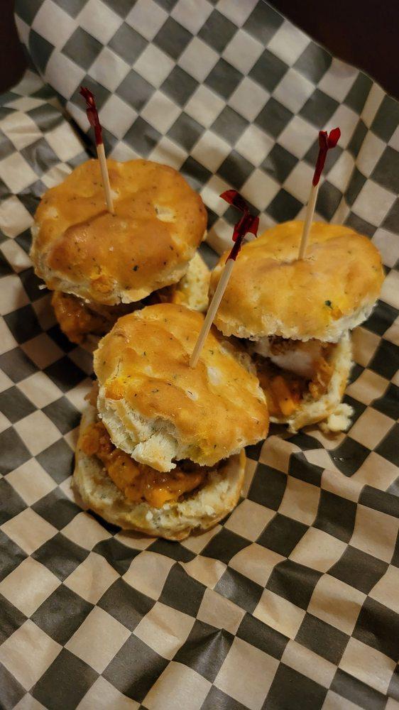 Moya's American Kitchen: 10000 Linn Station Rd, Louisville, KY