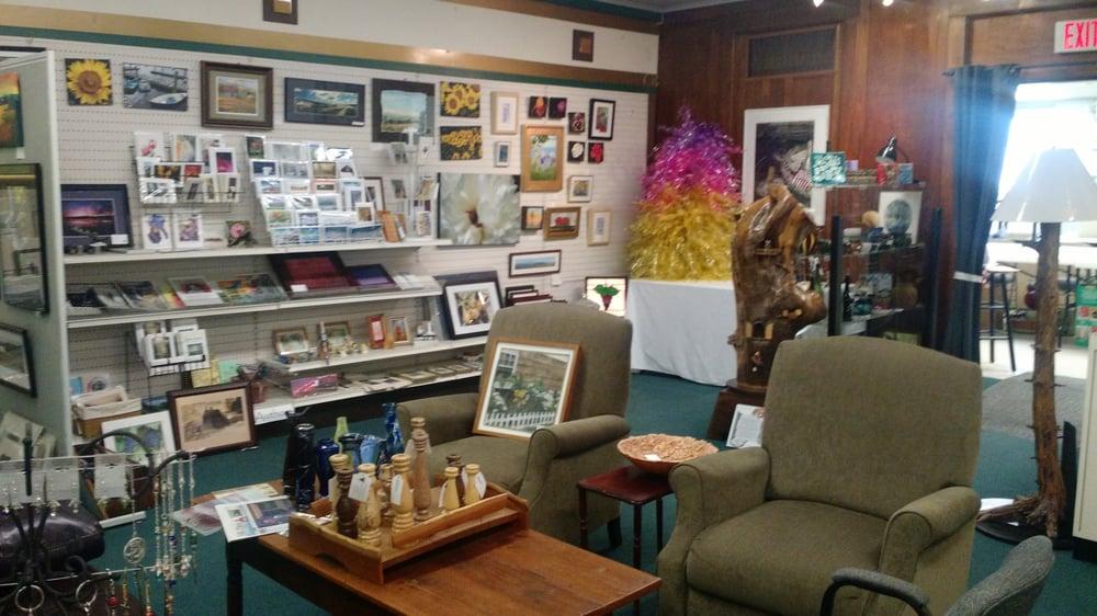 Franklin Street Gallery: 209 N Franklin St, Watkins Glen, NY