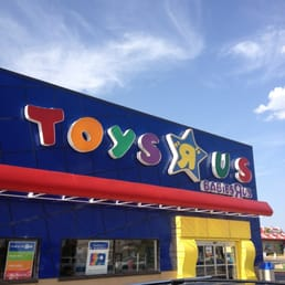 """If """"I don't wanna grow up, I'm a Toys R Us kid"""" was the theme song to your childhood, then there may be good news on the horizon: The Toys R Us bankruptcy auction has been canceled and."""