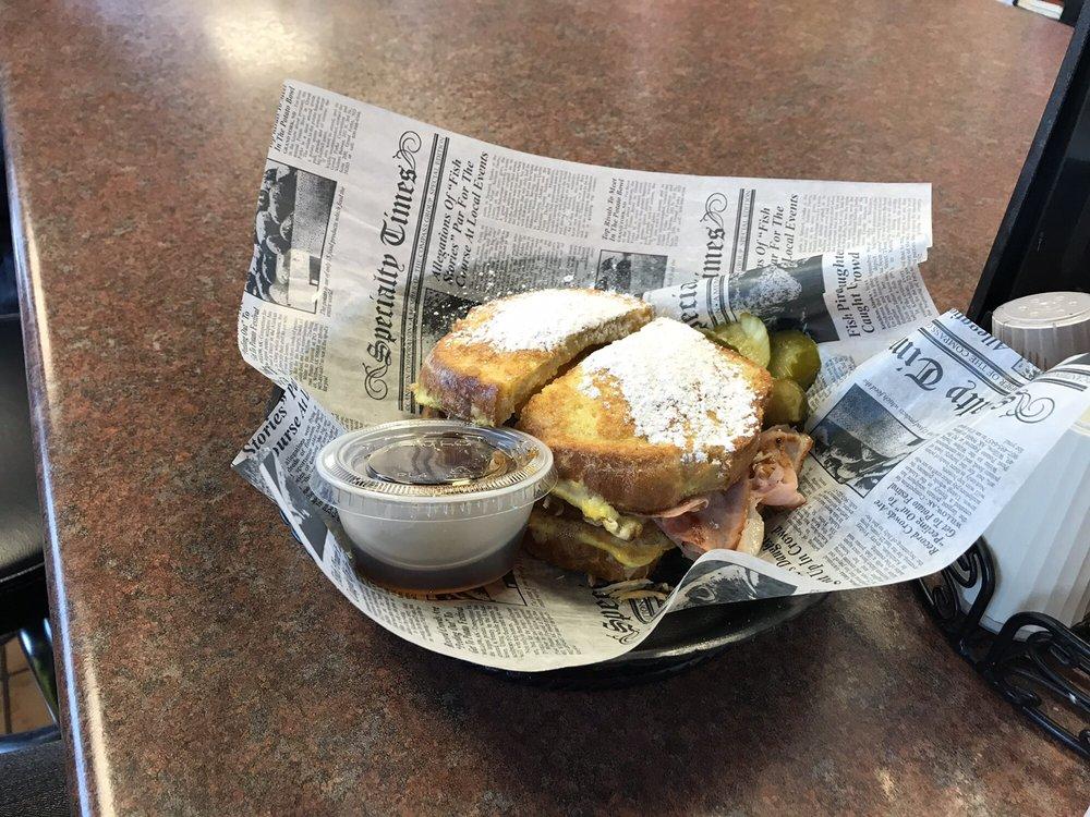 The Lunch Box: 562 Main St, Belleville, MI