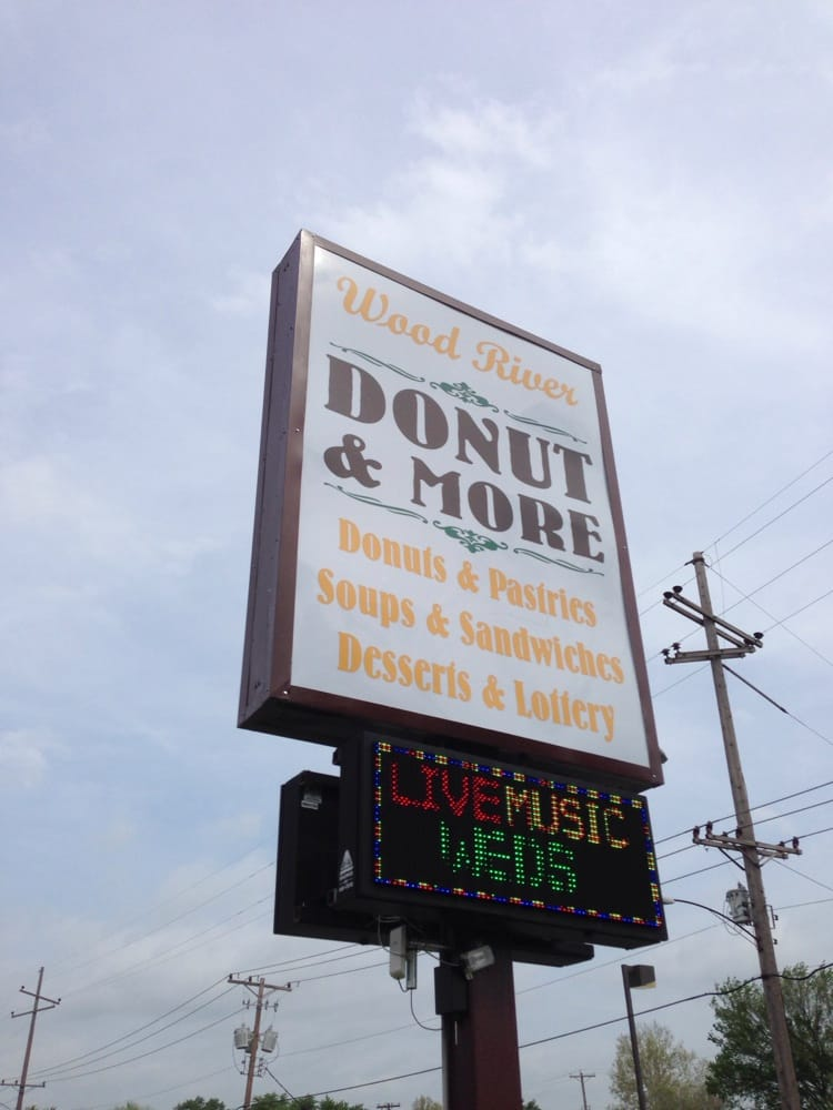 Wood River Donut Shop: 102 W Edwardsville Rd, Wood River, IL