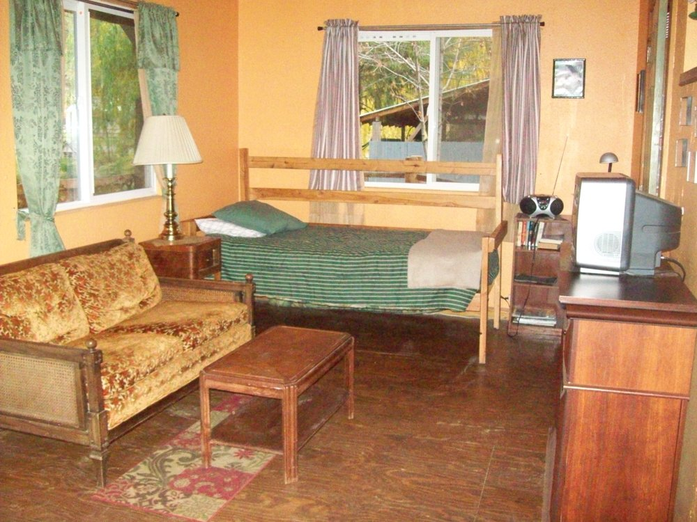 Gibson's North Fork Lodge: 100 W Boone Ave, Conconully, WA