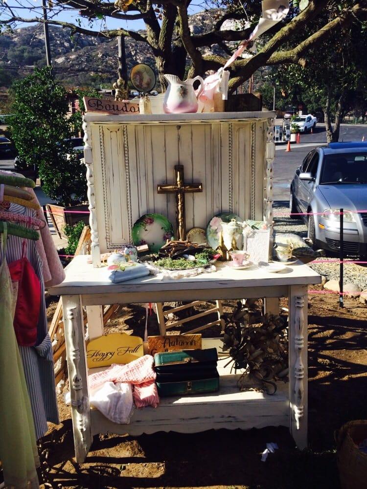 Three Sisters European Decor and Flea Markets: 23798 Lake Dr, Crestline, CA