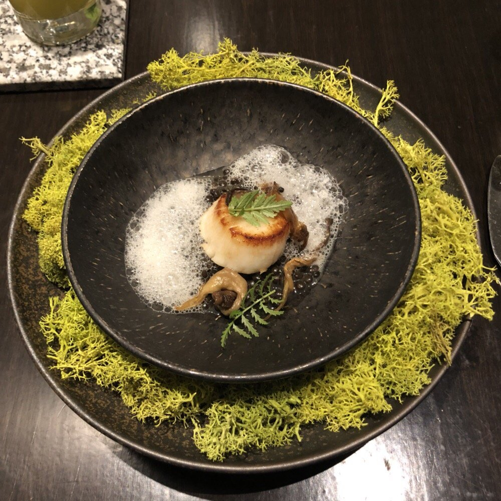 Photo of Acadia - Chicago, IL, United States. Isle au haut scallop, beluga lentils, oyster mushroom, tonkatsu, gochoung, citrus lace, mushroom froth