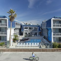 Photo Of Blue Sea Beach Hotel San Go Ca United States Overlooking