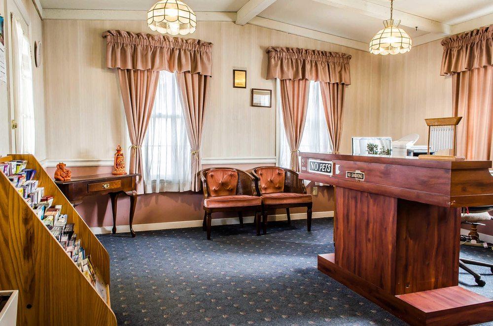 Rodeway Inn: 116 S 7th St, Akron, PA