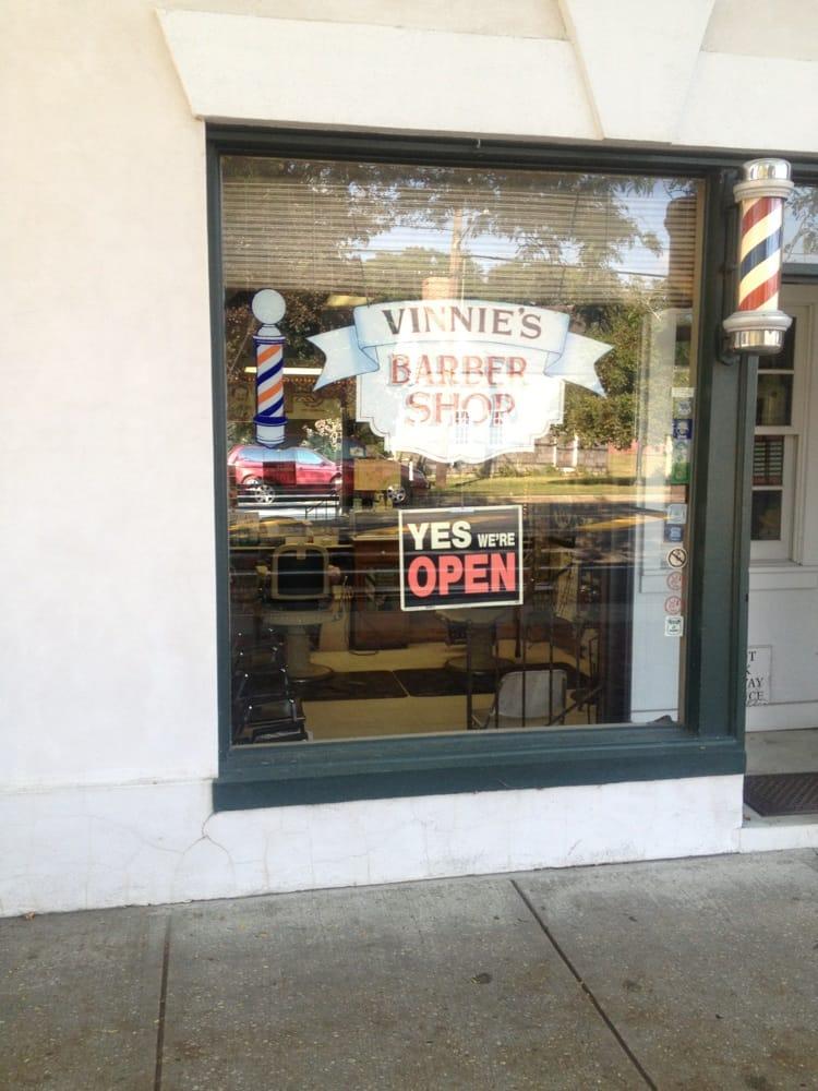Vinnie's Barber Shop: 4 Amagansett Square Dr, Amagansett, NY
