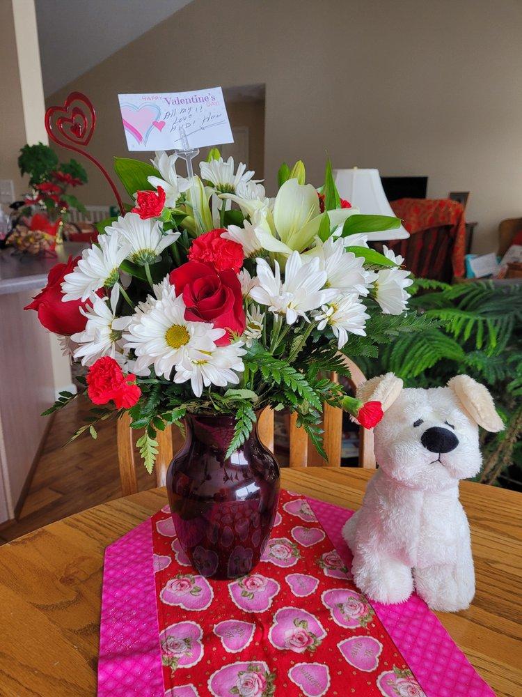 K & V Florist: 23 Fee Fee Rd, Maryland Heights, MO