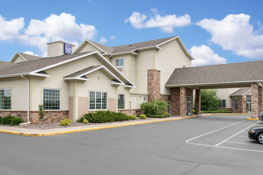 Sleep Inn & Suites Conference Center: 5872 33rd Ave, Eau Claire, WI
