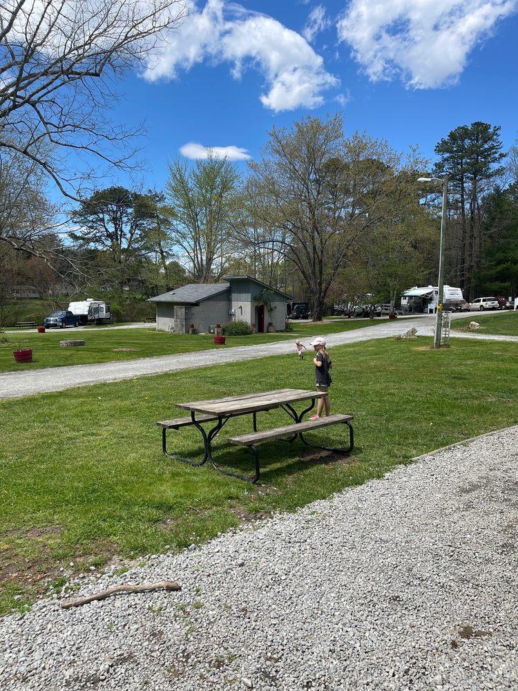Red Gates Rv Park: 148 Red Gates Ln, Hendersonville, NC