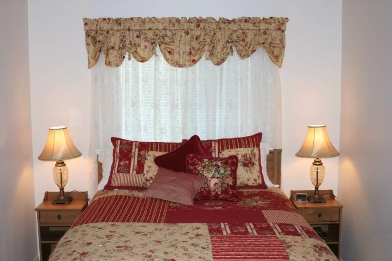 Yosemite Bed and Breakfast: 4501 Bridgeport Dr, Mariposa, CA