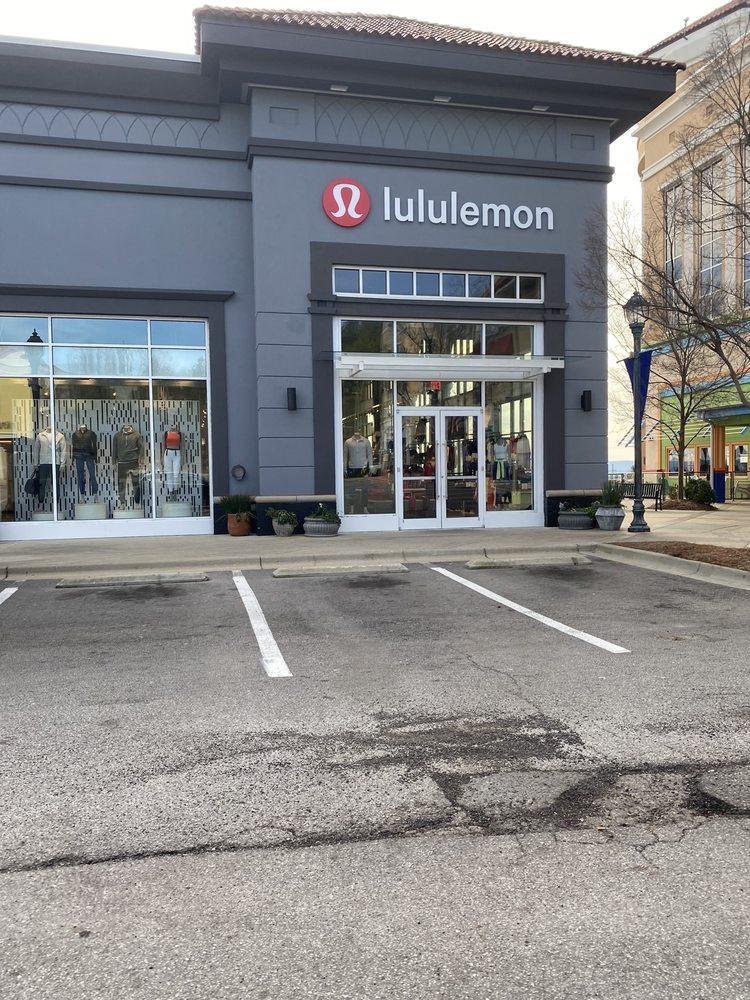 lululemon athletica: 214 Summit Blvd, Birmingham, AL