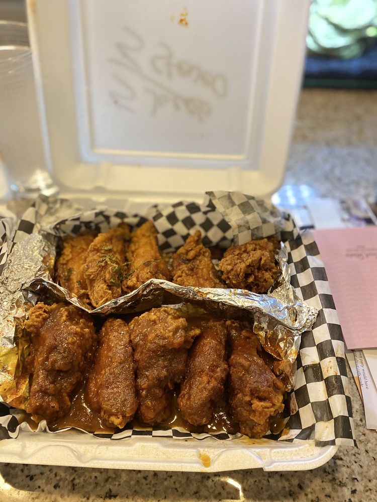 Food from Wayne's Wings