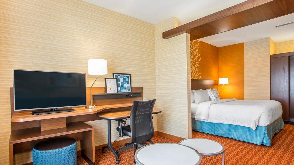 Fairfield Inn & Suites by Marriott Waterloo Cedar Falls: 2134 La Porte Rd, Waterloo, IA