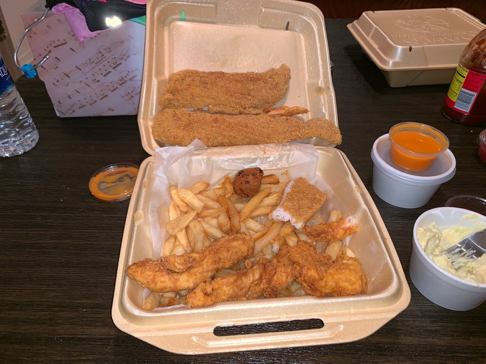 Sam's Southern Eatery: 1105 N Washington St, Ardmore, OK