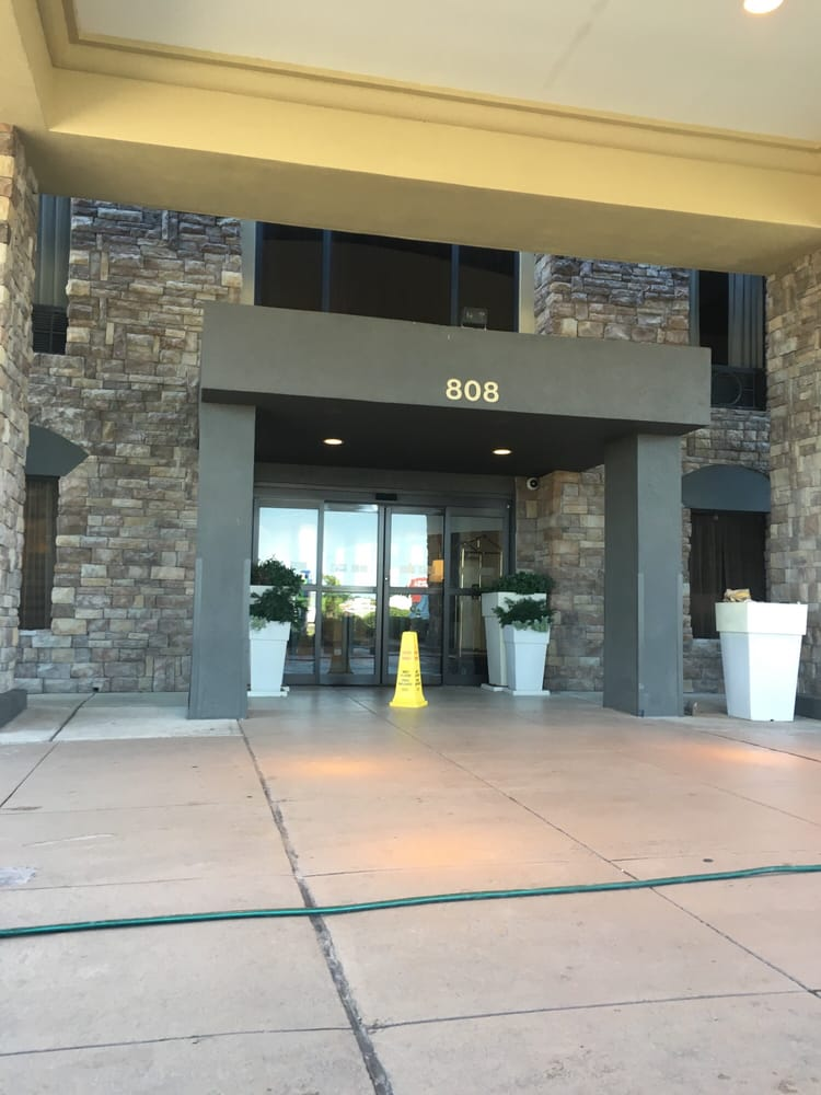 Holiday Inn Express & Suites Cleveland: 808 N Davis Ave, Cleveland, MS