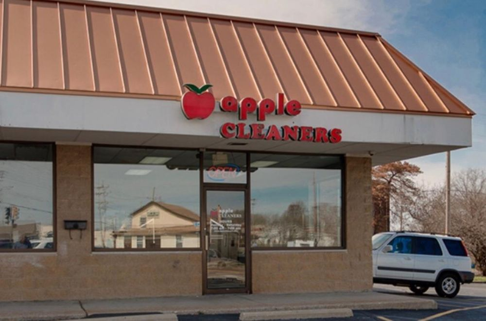 Apple Cleaners: 12337 Old Halls Ferry Rd, Florissant, MO