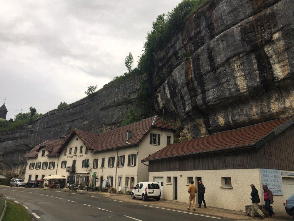Restaurant de la Grotte: 6 route de la Grotte, Les Combes, 25