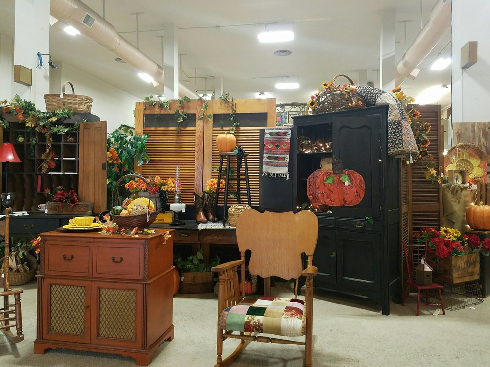 Railroad Towne Antique Mall: 319 W 3rd St, Grand Island, NE