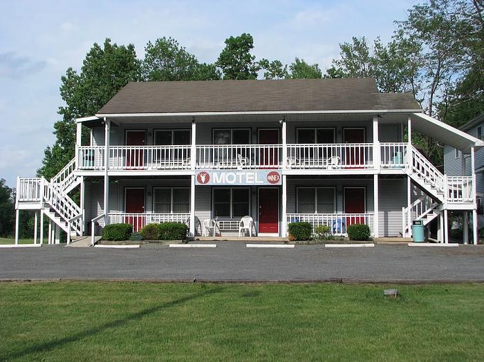 White Deer Motel: 6967 US Hwy 15, Montgomery, PA