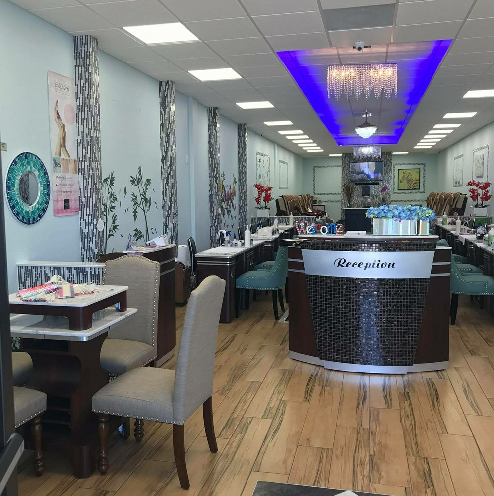Trendy Nails & Spa: 447 S Indiana Ave, Englewood, FL