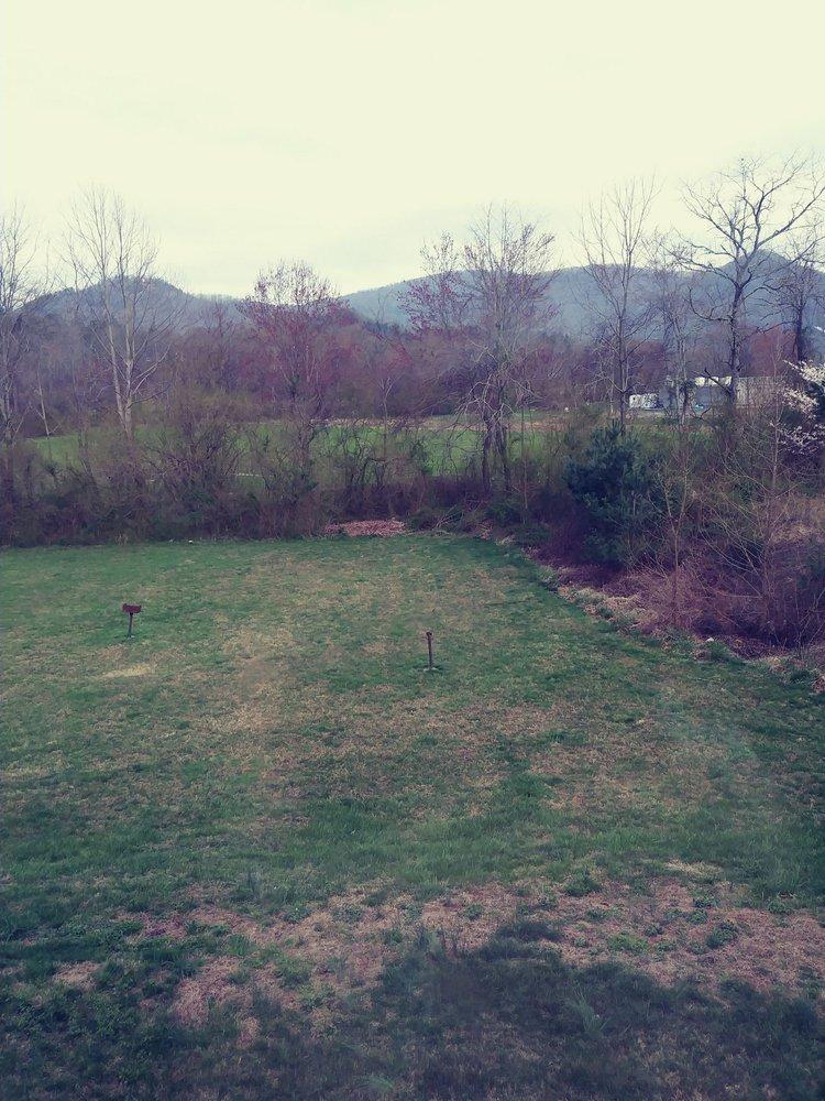 Mountain Valley Inn: 13 Royalty Ln, Dillard, GA
