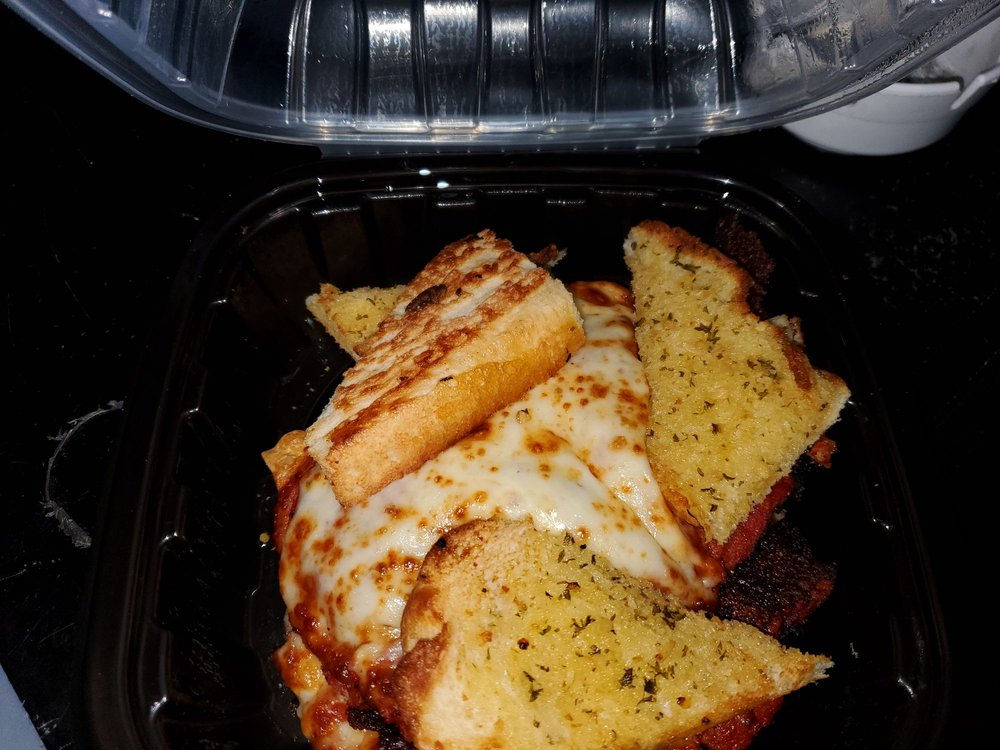 Bellacino's Pizza & Grinders: 112 Bradford Blvd, Gordonsville, TN