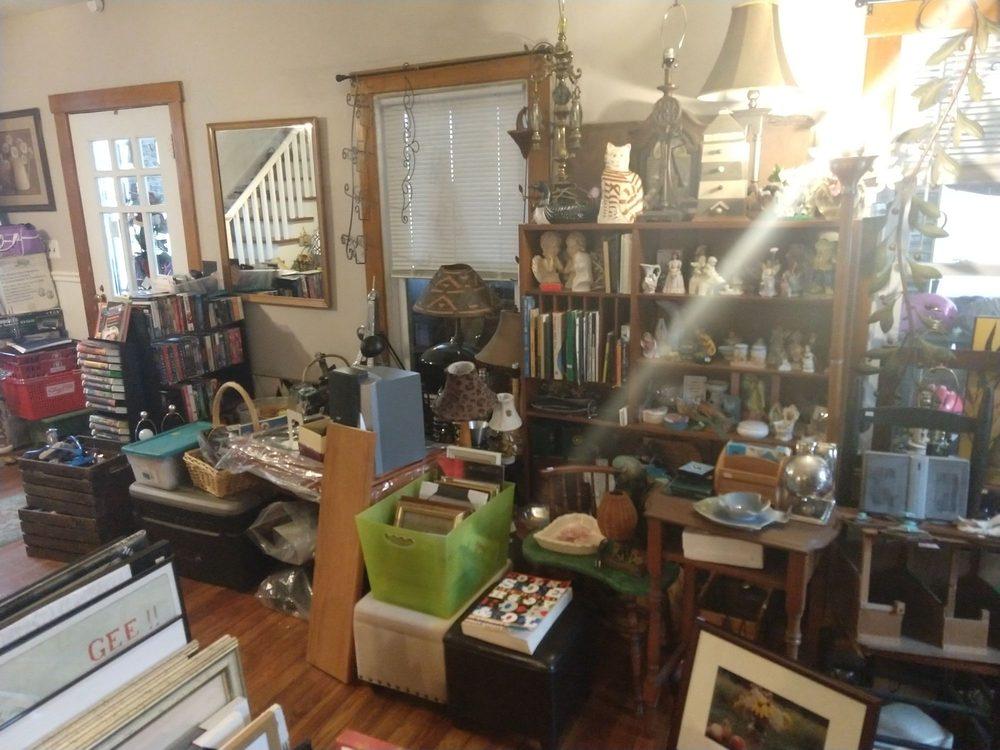 Linda's Lockers: 153 Main St, Chester, NY