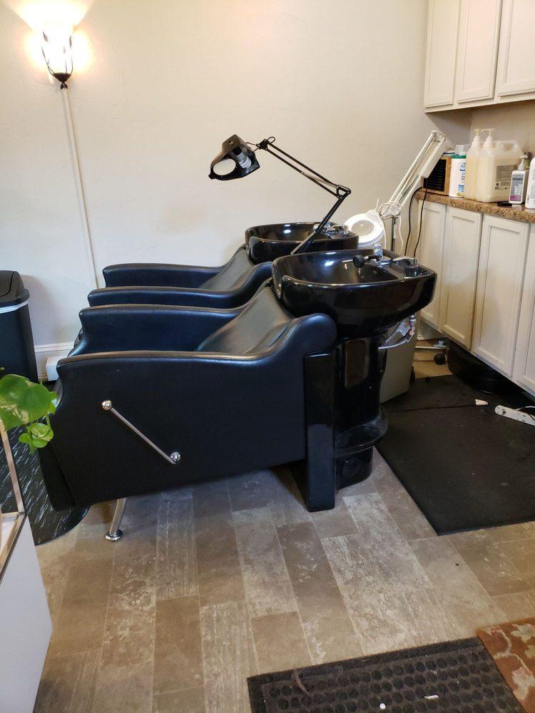 Avant Garde Hair Studio: 212 Temple St, Hinton, WV