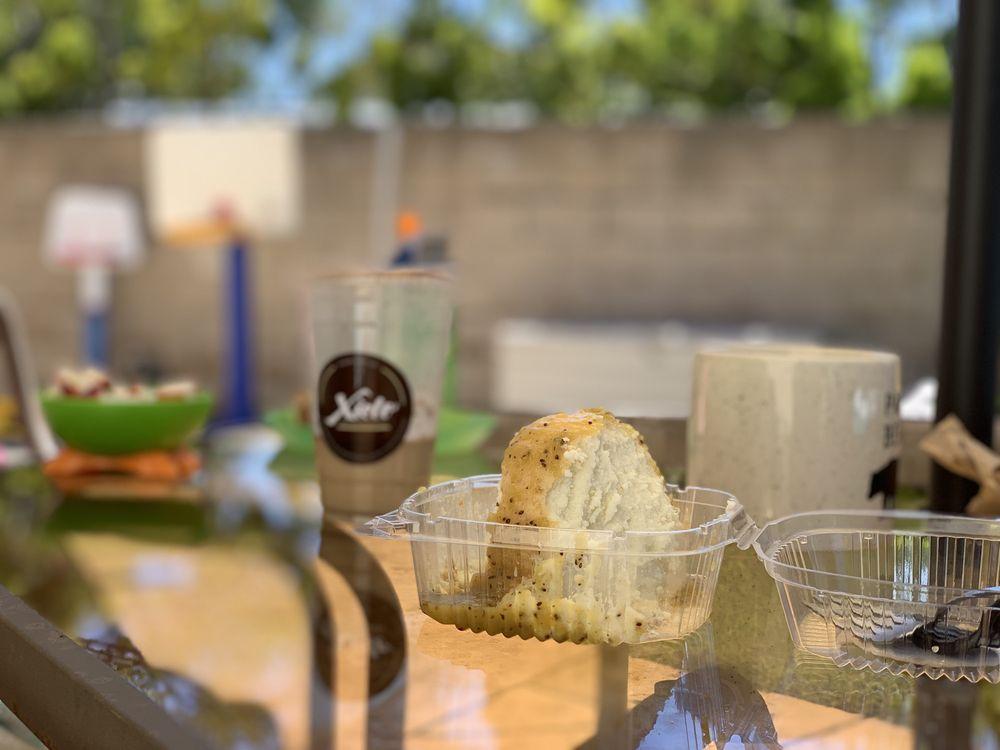 Xielo Artisan Desserts: 212 W 4th St, Oxnard, CA