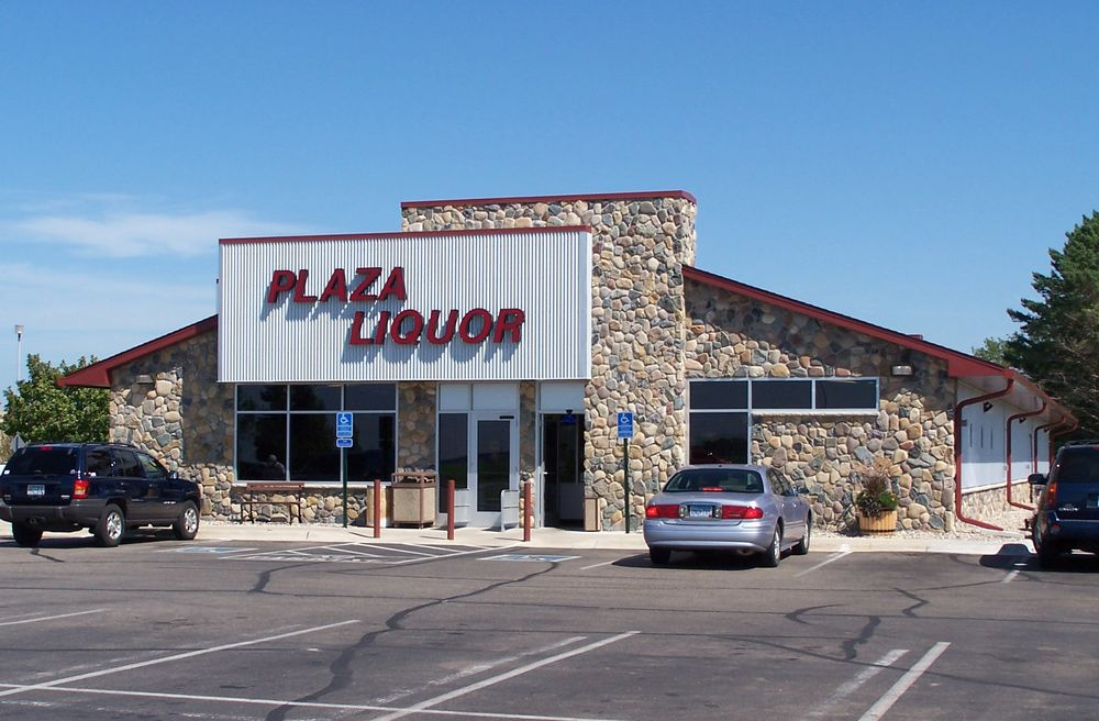 Plaza Discount Liquors: 400 34th Ave W, Alexandria, MN