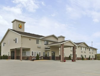 Super 8 by Wyndham Carrollton: 1408 N Highway 65, Carrollton, MO